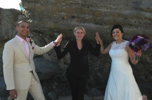 140100 Juliet Lange Linzmeier officiate wedding for Chantal and Ali at the beach 2