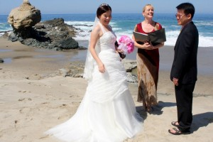 Orange County Table Rock Beach wedding ceremony in Laguna Terri Linzmeier officiate